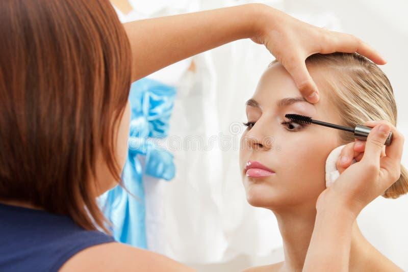 Jeux de séparation et s'enroulants avec le balai de mascara image stock