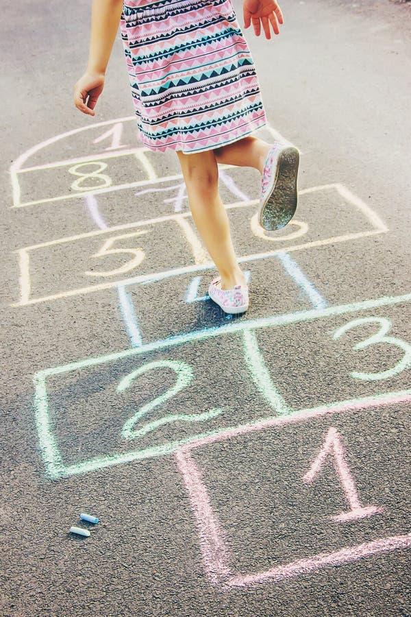 Jeux du ` s d'enfant des rues dans les classiques Foyer s?lectif image libre de droits