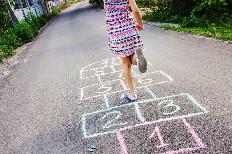 Jeux du ` s d'enfant des rues dans les classiques Foyer sélectif image libre de droits