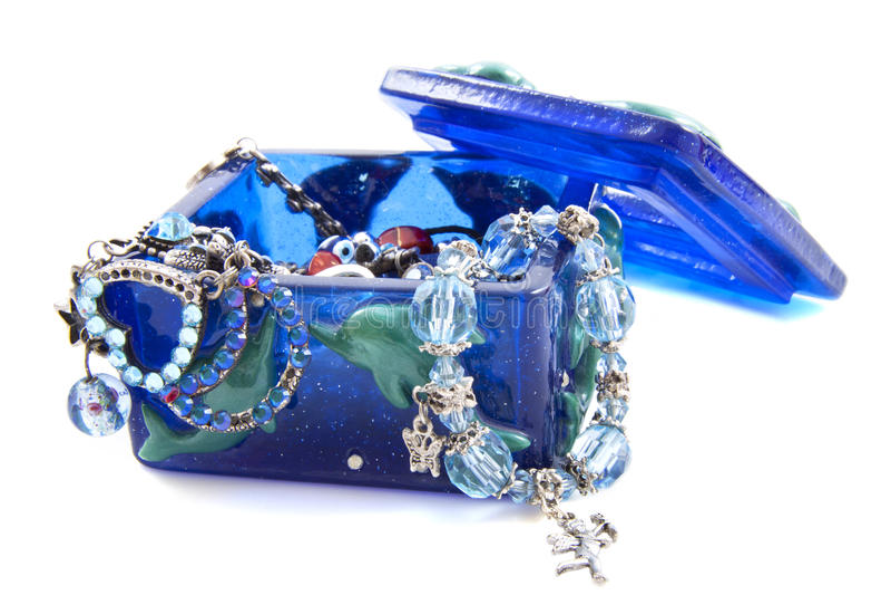 Jewelbox azul con las joyas foto de archivo