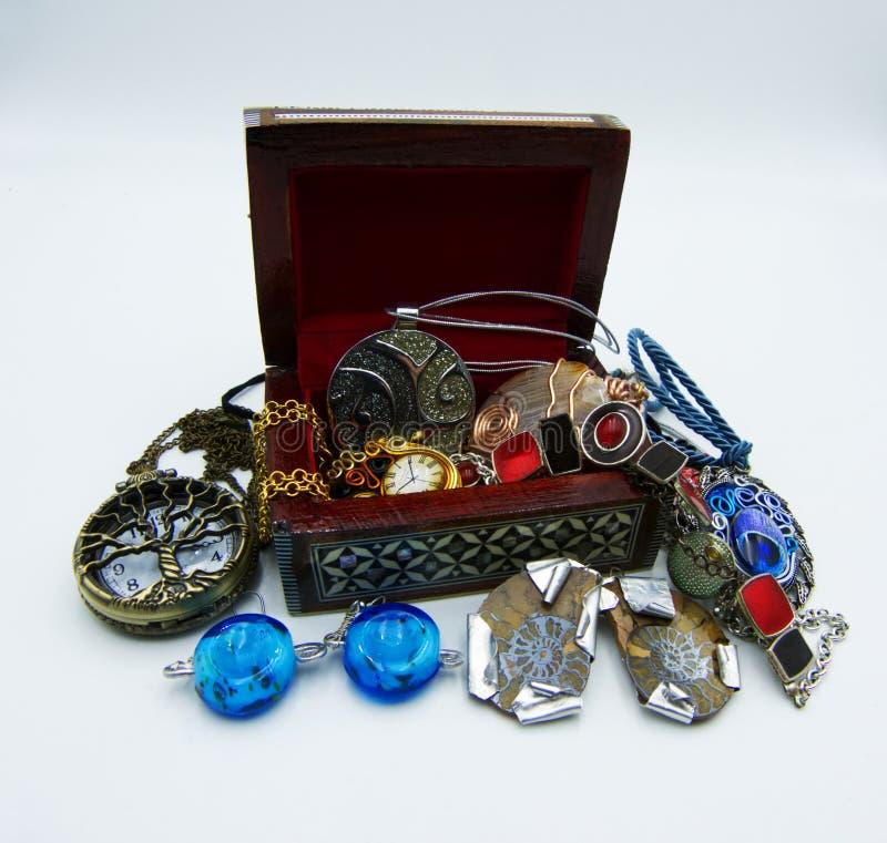 Jewellery pudełko Bijoux na białym tle zdjęcia stock