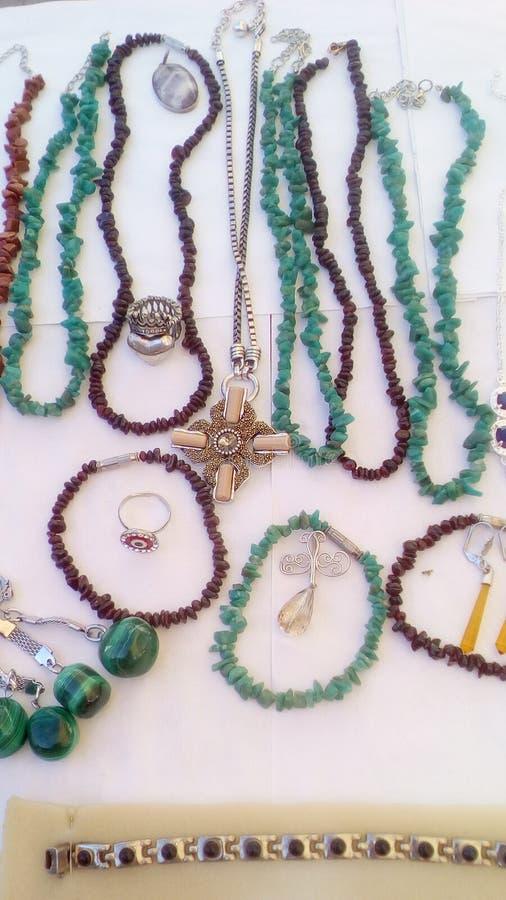 Download Jewerly 库存图片. 图片 包括有 市场, 许多, 传统, 颜色, 礼品, 项链, 配件箱, 宗教信仰 - 103631697