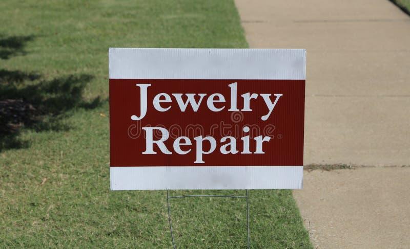 Jewerly-Reparatur verfügbar lizenzfreies stockbild