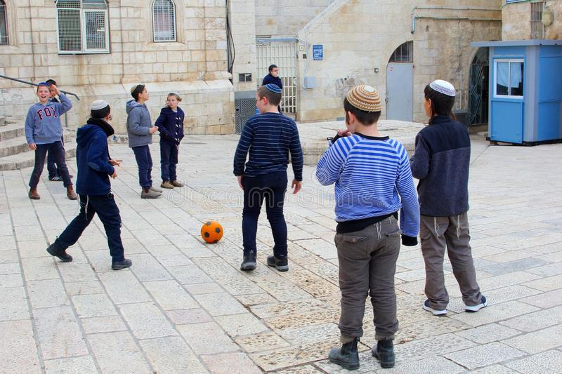Februari 2019, Jewish boys yarmulke playing football street, Jewish quarter, Jerusalem royalty free stock photos