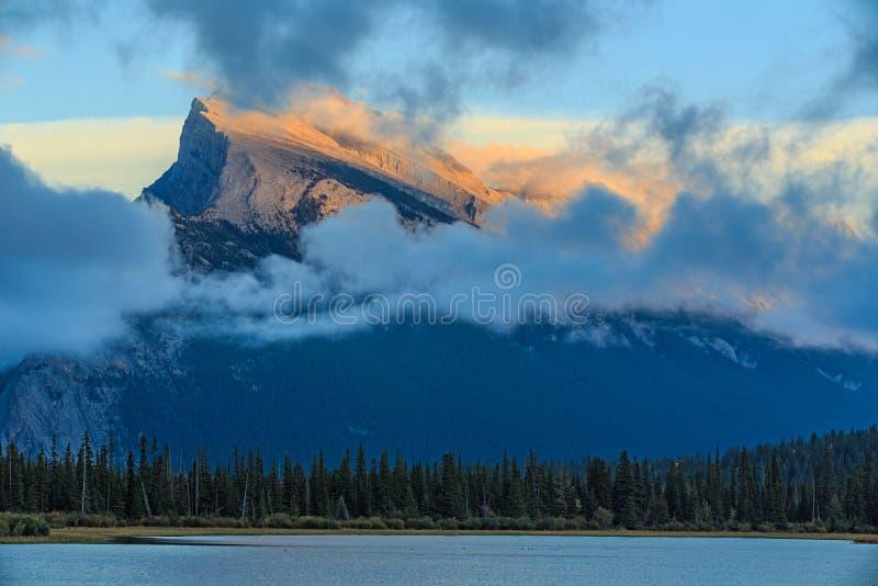 jezior góry rundle vermillion fotografia royalty free