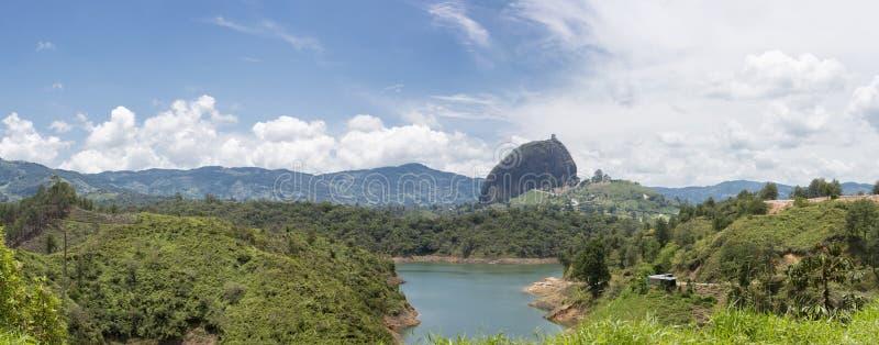 Jeziora el Penol przy Guatape w Antioquia i Piedra, Kolumbia zdjęcie royalty free