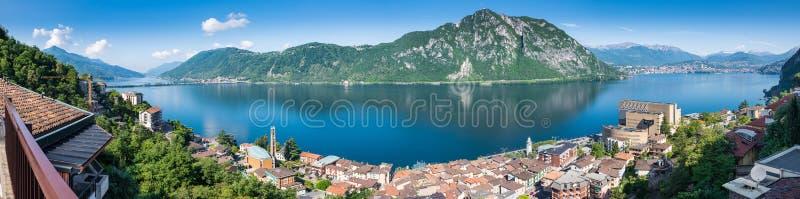 jeziora Lugano Panoramiczny widok Campione d ` Italia, sławny dla swój kasyna W tle na dobrze miasto Lugano fotografia royalty free