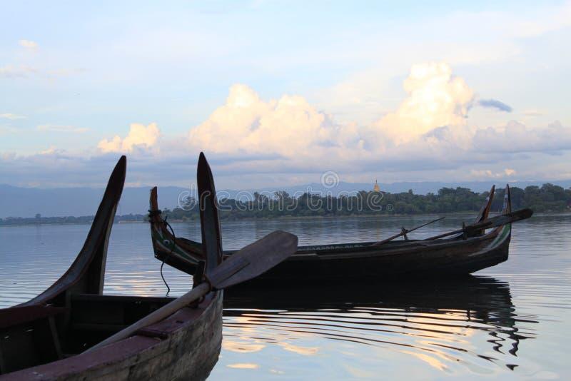 Jeziorna łódź obrazy stock