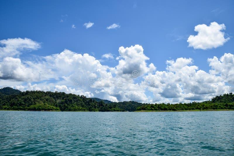 Jeziorna góry nieba chmura, krajobraz obraz royalty free
