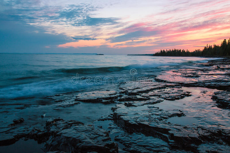 Jeziorna SuperiorThunder zatoka, Ontario, Kanada obrazy royalty free