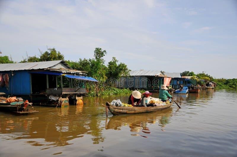 Jeziorna Tonle aprosza w Kambodża zdjęcie stock