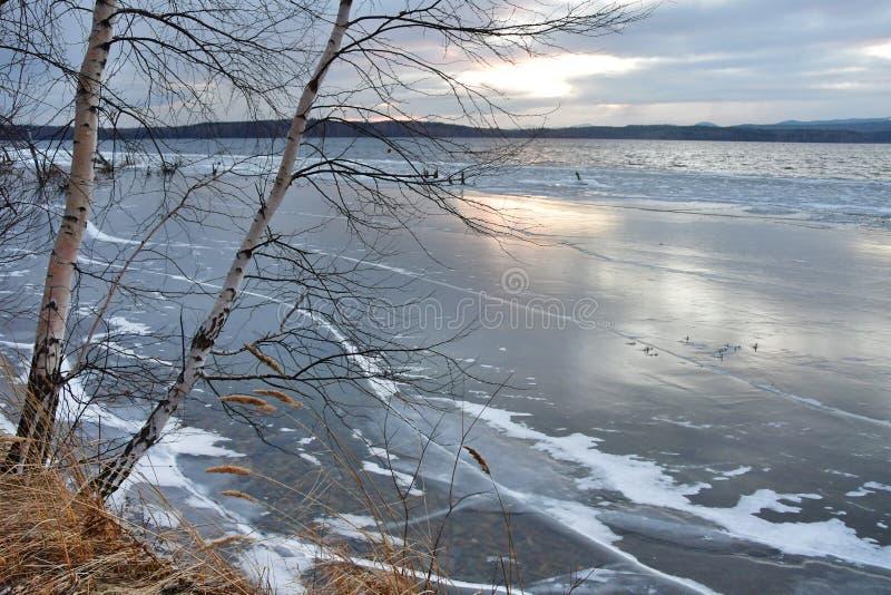 Jeziorna Uvildy opóźniona jesień w wieczór Południowy Ural, Chelyabinsk region Rosja fotografia stock