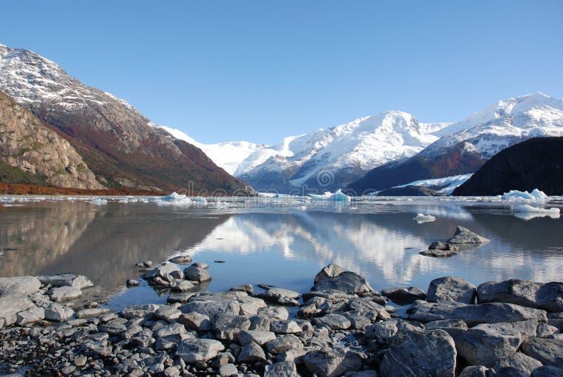 jeziorne góry odbijać fotografia royalty free