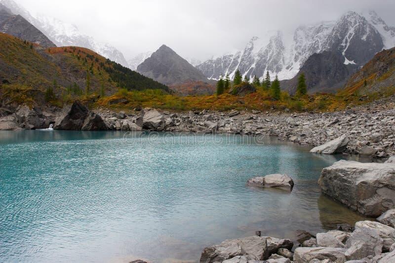 jeziorne góry turkusowe zdjęcia royalty free