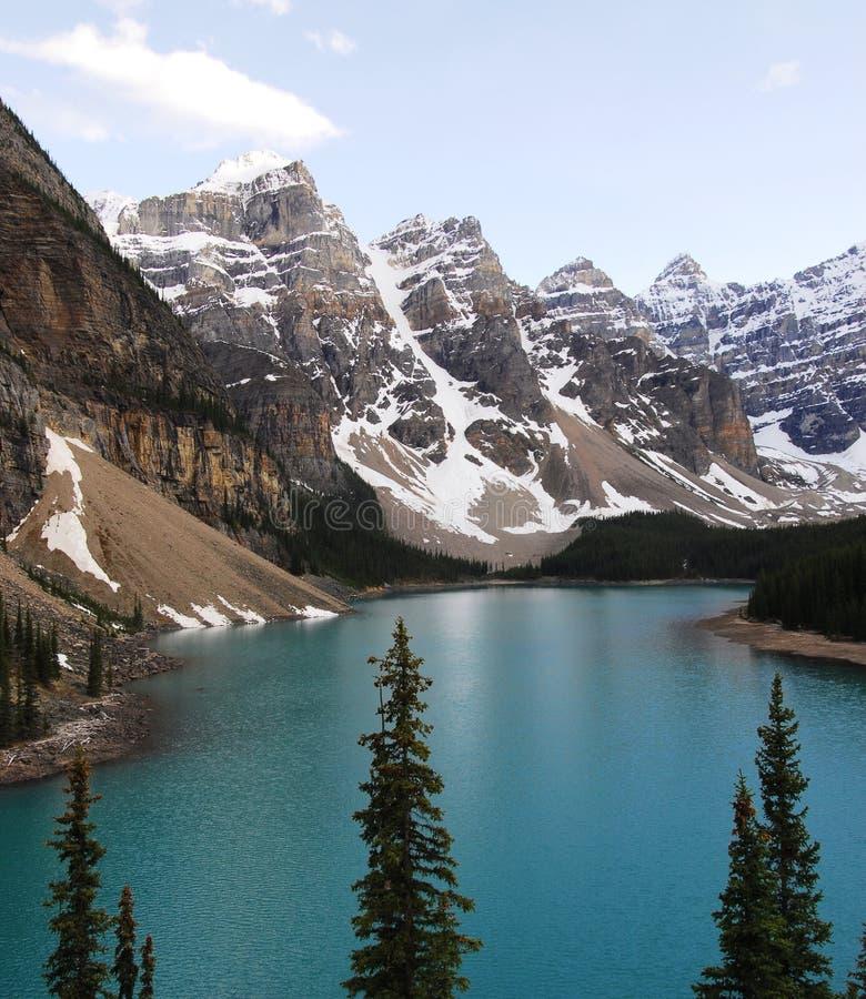 jeziornej moreny szczyty górskie fotografia royalty free
