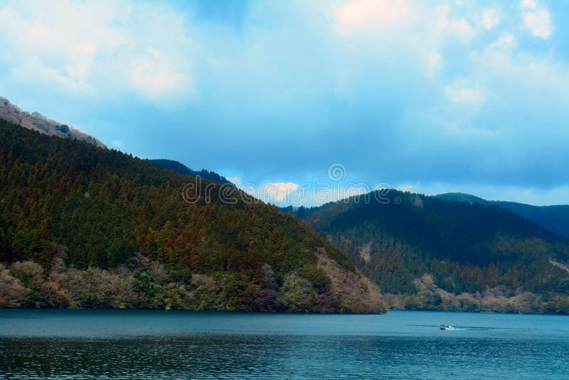 Jeziorny Ashi, Hakone park narodowy, Japonia obrazy royalty free
