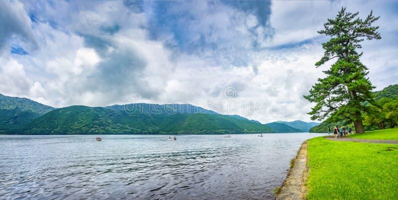 Jeziorny Ashi w Hakone parku narodowym, także znać jako Hakone jezioro lub Ashinoko jezioro, prefektura kanagawa, Japonia obrazy royalty free