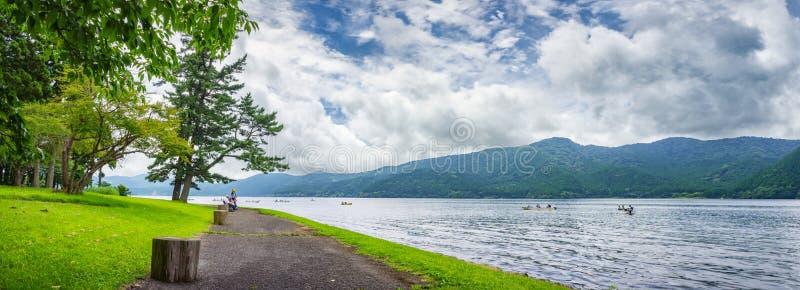 Jeziorny Ashi w Hakone parku narodowym, także znać jako Hakone jezioro lub Ashinoko jezioro, prefektura kanagawa, Japonia fotografia royalty free