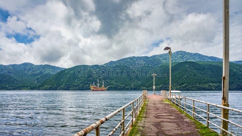 Jeziorny Ashi w Hakone parku narodowym, także znać jako Hakone jezioro lub Ashinoko jezioro, prefektura kanagawa, Japonia zdjęcie stock