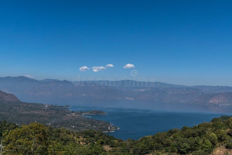Jeziorny atitlan południowy widok, San Lucas Toliman Gwatemala zdjęcia stock