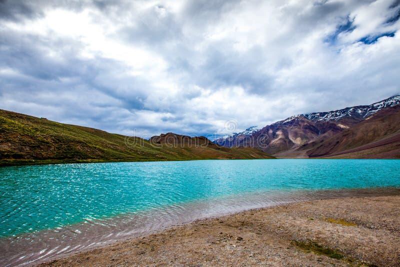 Jeziorny Chandra Taal, Spiti Dolina zdjęcie stock