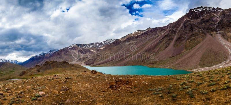 Jeziorny Chandra Taal, Spiti Dolina fotografia royalty free