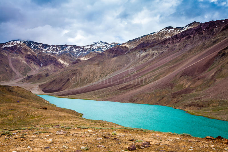 Jeziorny Chandra Taal, Spiti Dolina obrazy stock