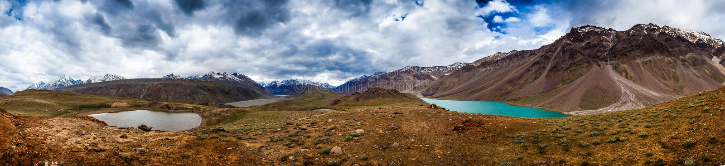 Jeziorny Chandra Taal, Spiti Doliny panorama zdjęcia stock