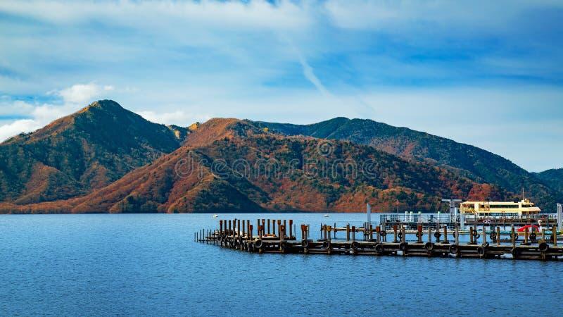 Jeziorny Chuzenji przy Nikko parkiem narodowym w Japonia fotografia royalty free