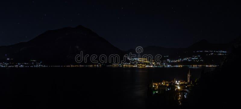 Jeziorny Como przy nocą fotografia royalty free