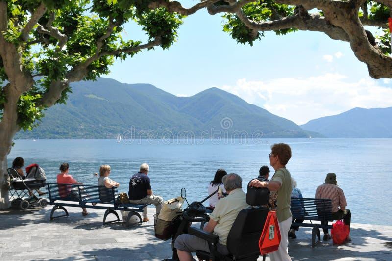 Jeziorny deptak przy Ascona miastem z pięknym widokiem nad jeziornym Maggiore obrazy royalty free