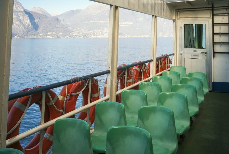 Jeziorny ferryboat koloru córek wizerunku matka dwa fotografia stock