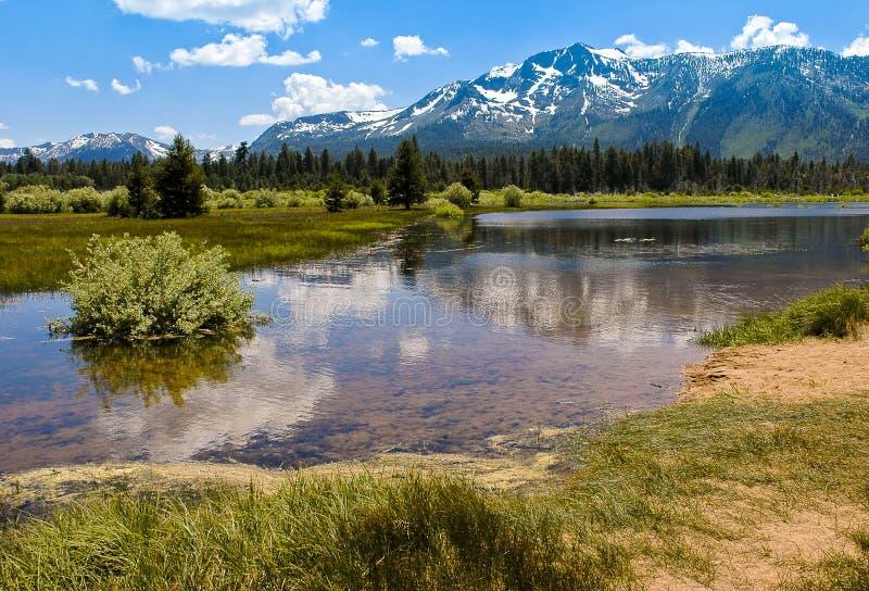 jeziorny góry odbić tahoe tallac zdjęcie stock