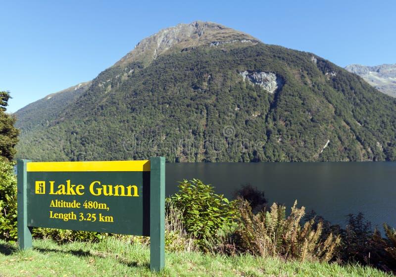 Jeziorny Gunn w Fiordland parku narodowym, Nowa Zelandia zdjęcie stock