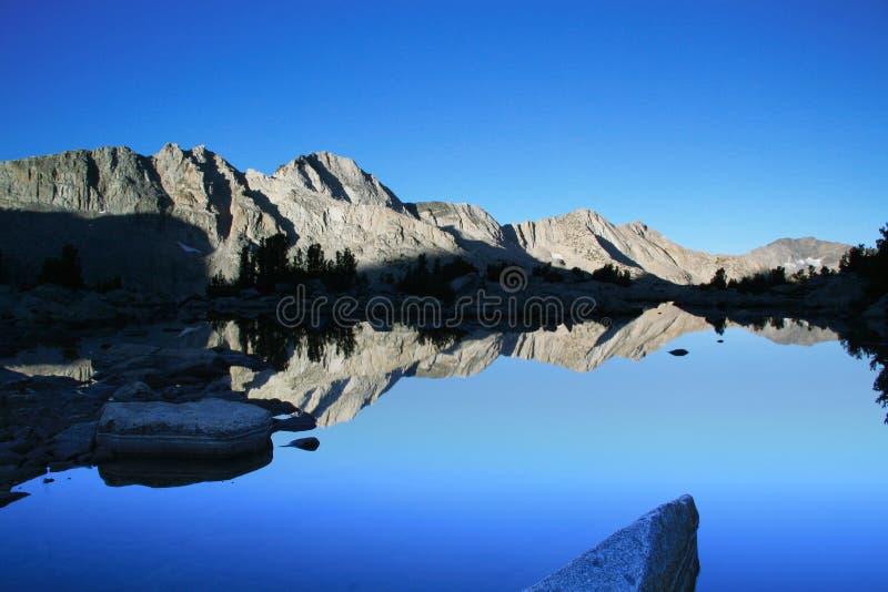 jeziorny halny wschód słońca zdjęcie royalty free