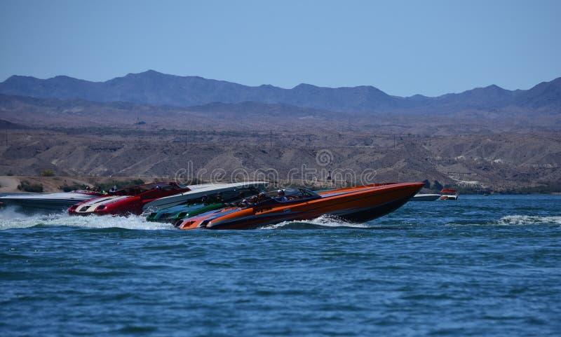 Jeziorny Havasu miasto, pustynnej burzy Powerboat weekend fotografia stock