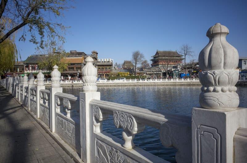 Jeziorny houhai i bęben górujemy w Beijing mieście zdjęcie royalty free