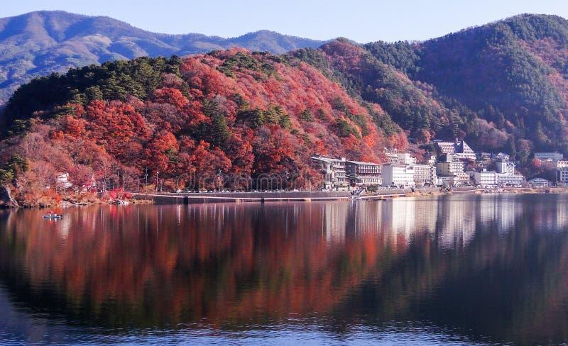 Jeziorny Kawaguchi w jesieni fotografia royalty free