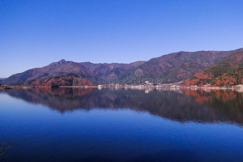 Jeziorny Kawaguchi w jesieni fotografia stock