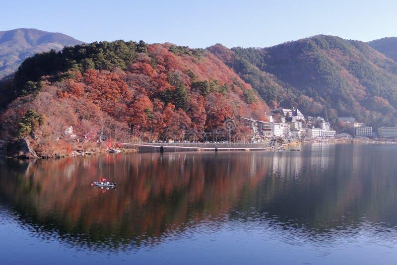 Jeziorny Kawaguchi w jesieni obraz royalty free