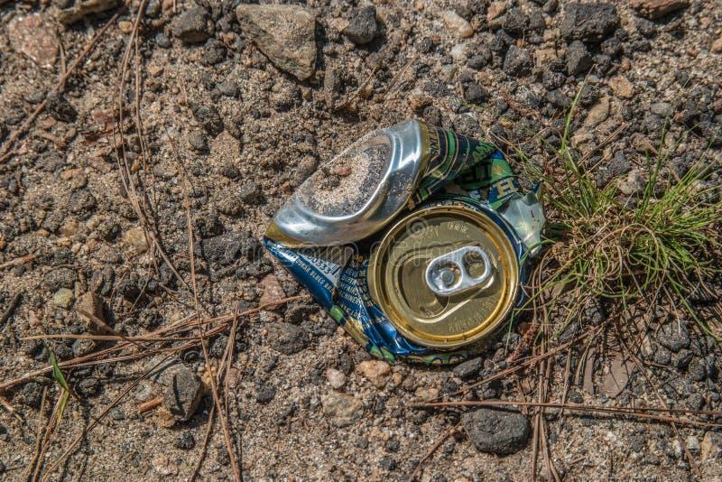 Jeziorny Lanier, Georgia/USA-6/30/19 Miażdżący może na ziemi zdjęcia stock