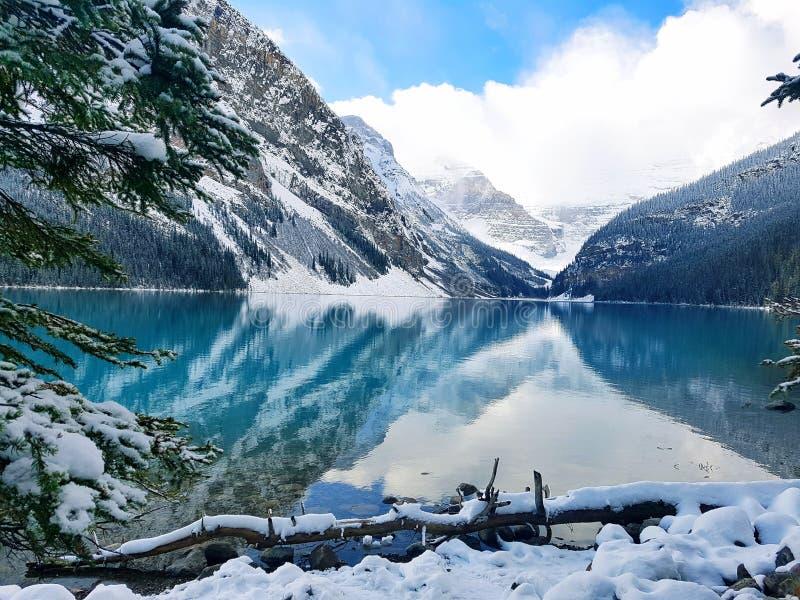 Jeziorny Louise en hiver zdjęcie royalty free