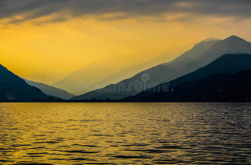 Jeziorny Maggiore przy zmierzchem obrazy royalty free