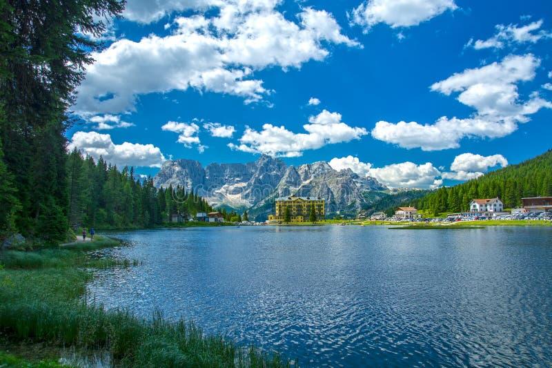Jeziorny Misurina w lecie, Włochy obraz stock
