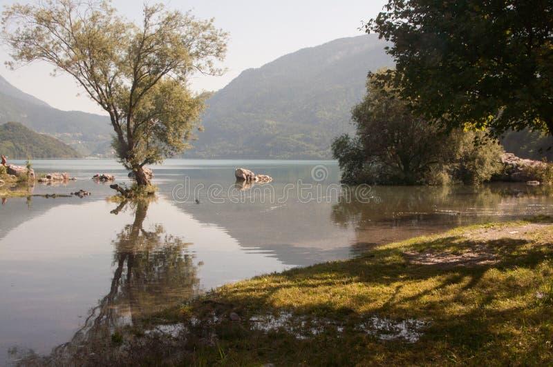 Jeziorny Molveno w Alps, zdjęcia royalty free