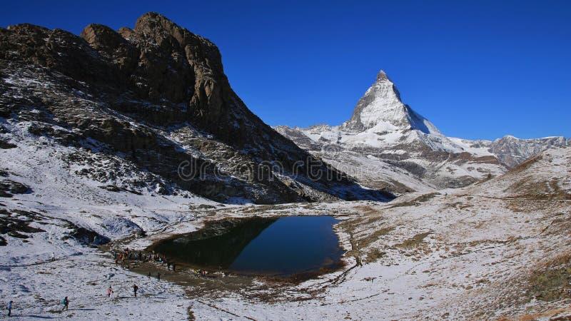 Jeziorny Riffelsee i Matterhorn w jesieni obrazy royalty free