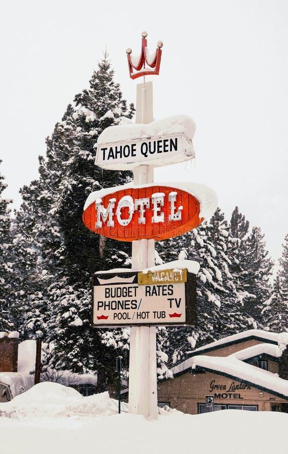 Jeziorny tahoe ca Tahoe królowej motelu klasyka szyldowy snowing zdjęcia royalty free