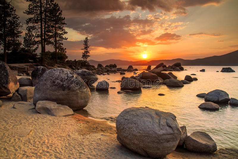 Jeziorny Tahoe zmierzch obraz royalty free