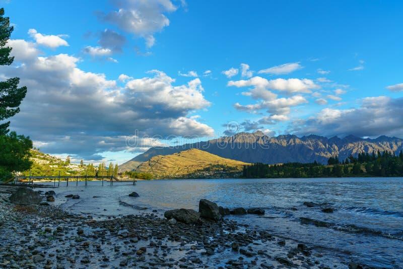 Jeziorny wakatipu w górach Queenstown, otago, nowy Zealand 1 obraz stock