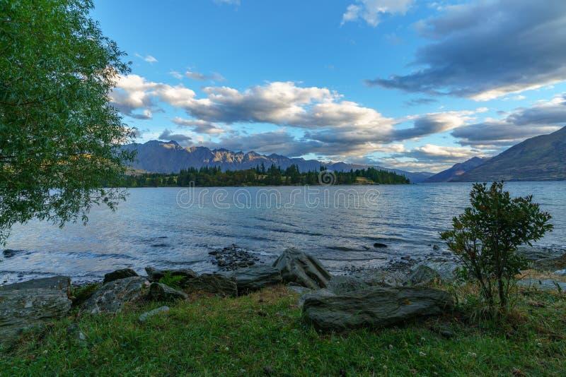 Jeziorny wakatipu w górach Queenstown, otago, nowy Zealand 3 obraz royalty free